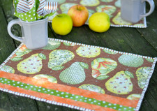 Quilted Place Mats and Napkin Tutorial | JacquelynneSteves.com