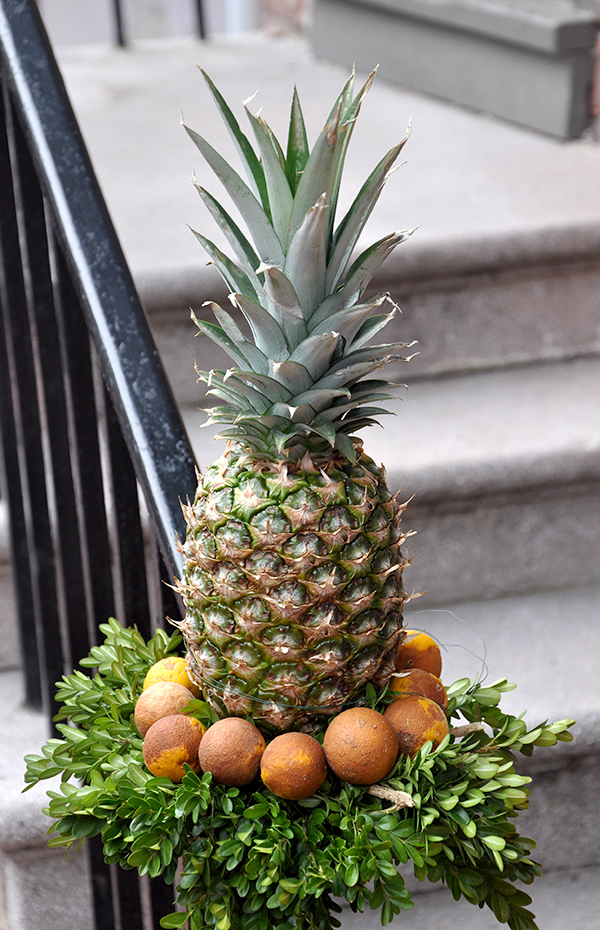 ColonialPineappleDecoration