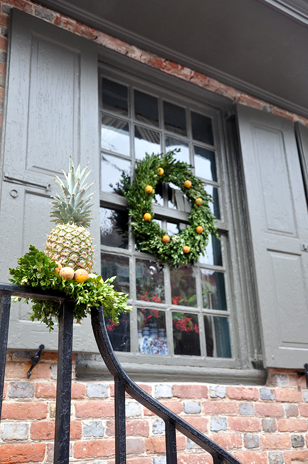 ColonialPineappleDecoration2