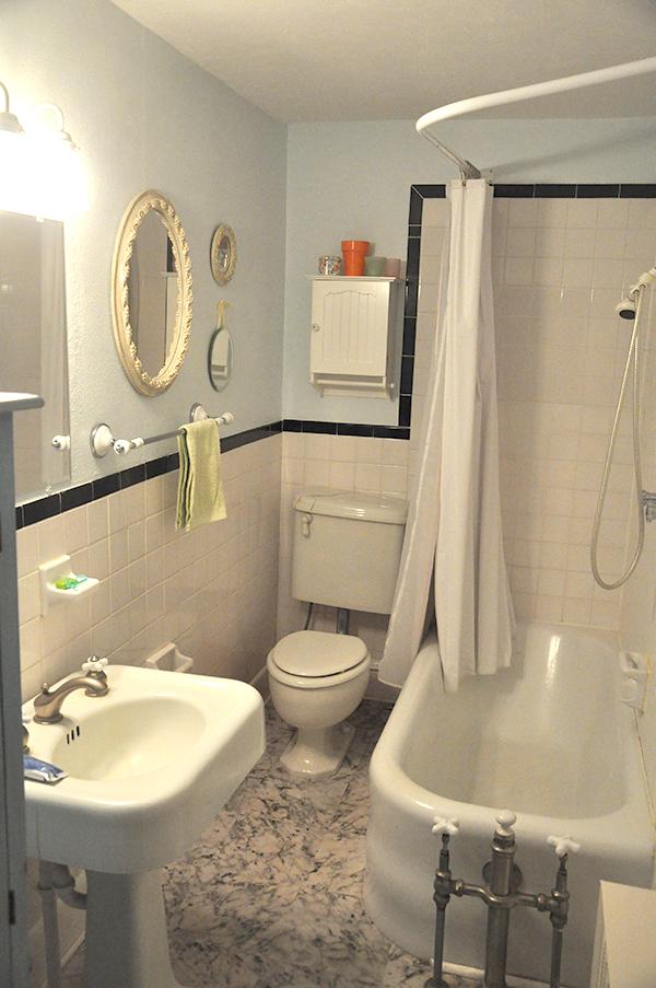 BathroomBefore_JacquelynneSteves