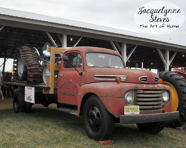 Cool vintage farm truck.