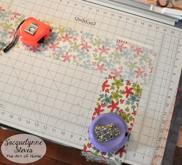 Fabric Strip Piecing Tutorial- Jacquelynne Steves-c